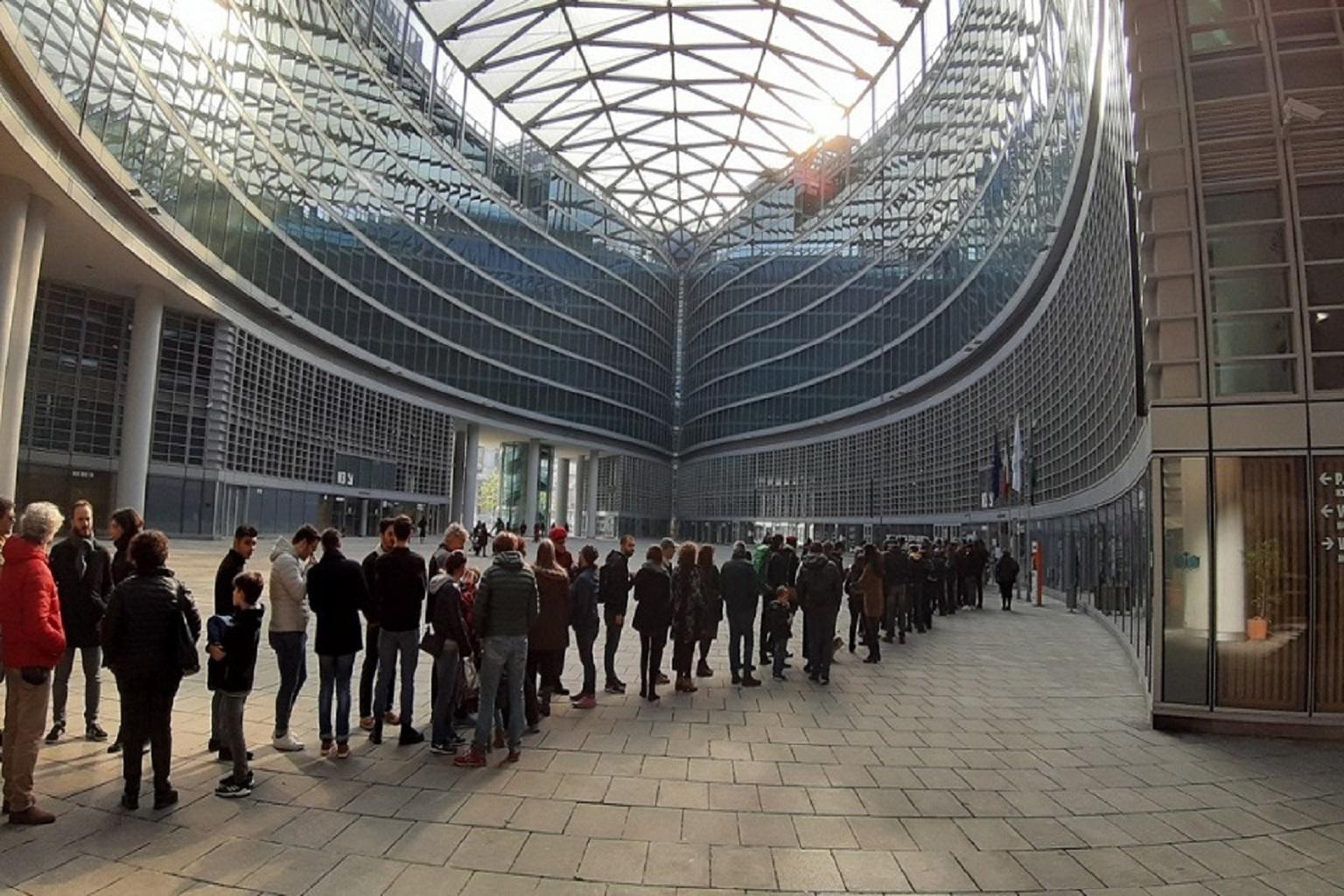 Milano Oltre 4 300 Persone Al Belvedere Di Palazzo